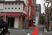 20Mぐらい歩いた左側に「姫ちゃんビル」と書かれた看板があります。